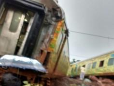 In Pics: Nagpur-Mumbai Duronto Express derails near Titwala in Maharashtra
