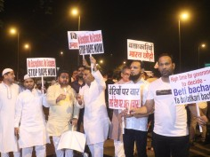Midnight candlelight march at India Gate over Unnao, Kathua rape cases | In Pics