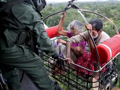 Kerala Rescue Operations: These pictures will melt your heart