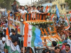 With Shatrughan Sinha, Tejashwi Yadav by his side, Rahul Gandhi holds mega roadshow in Patna