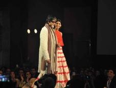 Bollywood clans walk for Manish Malhotra!
