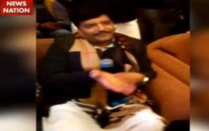 Samajwadi Party leader Shivpal Yadav sings Bollywood movie song