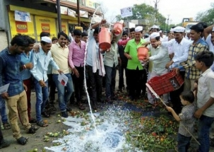Farmers continue nationwide protest on second day of Kisan Avkash; vegetable prices record high