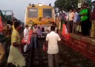 Bengal Bandh: BJP, Trinamool workers clash