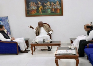 Rahul Gandhi meets Deve Gowda for seat-sharing in Karnataka