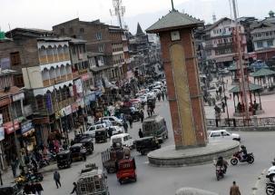 Akali Dal activist tries to hoist tricolour at Srinagar's Lal Chowk