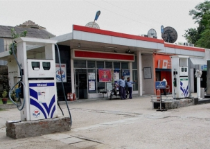400 Petrol Pumps in Delhi to remain shut on Monday