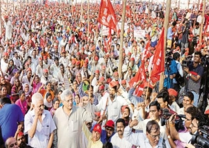 Agitated farmers protested to complete farm loan waiver in Maharashtra