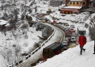 Fresh snowfall in Uttarkashi, Chamoli; lowest temperature in 15 years