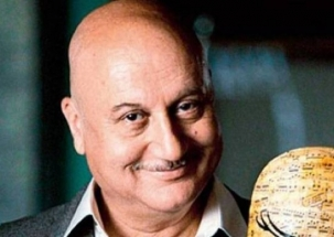 KhabarCut2Cut: Will not back off from 'Accidental Prime Minister', says Anupam Kher