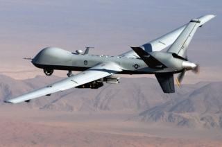 Drone strikes during Yemen military parade, six soldiers killed