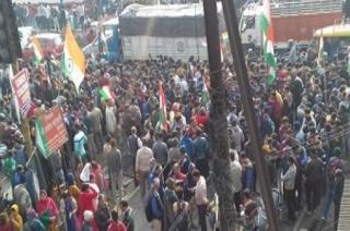 Pulwama attack: People tribute killed jawan Ajay Kumar in Meerut