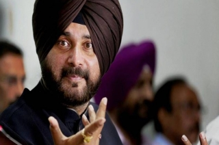 Navjot Singh Sidhu sticks with his Pulwama remarks, protest in Punjab