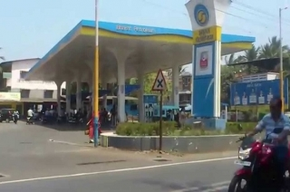 Uttar Pradesh: Clashes at petrol pump caught on camera in Baghpat