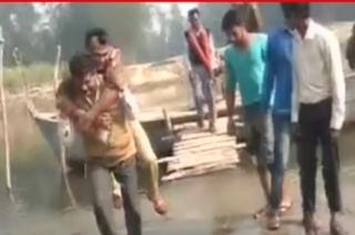 UP: Watch how policeman piggyback by fellow traveller