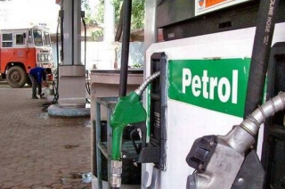 Speed News: Petrol pumps to remain shut in Delhi on Monday
