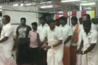 Khabar Cut2Cut: Tamil Nadu minister dances during temple festival in Coimbatore