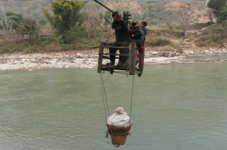 Haldwani: Students put lives at risk to cross river by cable trolley