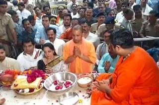 Yogi Adityanath, Hema Malini offer prayers at Banke Bihari Temple