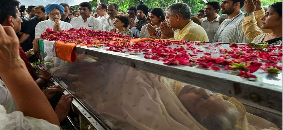 Former Delhi CM Sheila Dikshit cremated with full state honours. (PTI photo)