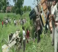 16 killed after truck overturns in UP's Shahjahanpur